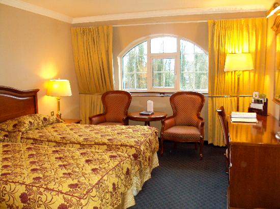 Killarney Avenue Hotel: our room