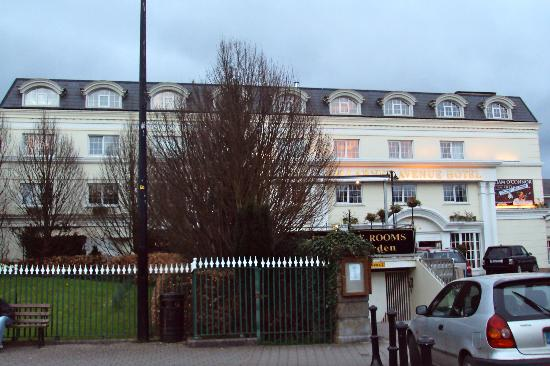 Killarney Avenue Hotel : outside shot