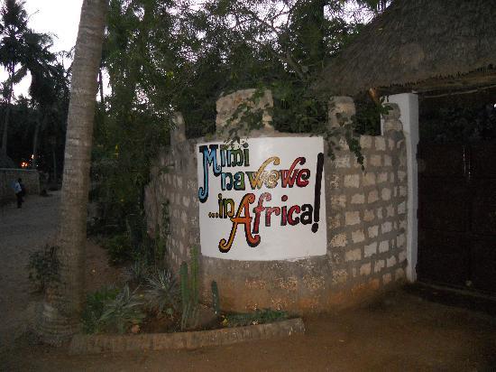 Mimi na Wewe...in Africa!: l'ingresso al Mimi na wewe.