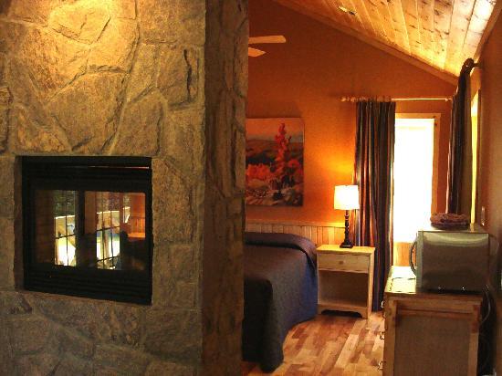 Port Cunnington Lodge & Resort: One bedroom to Five bedroom cottages
