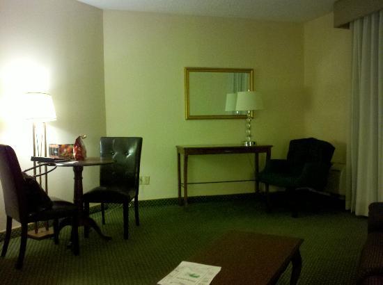 Tan-Tar-A Resort, Golf Club, Marina & Indoor Waterpark: King guest room in building A