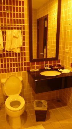 The Empire Residence Nimman: bathroom