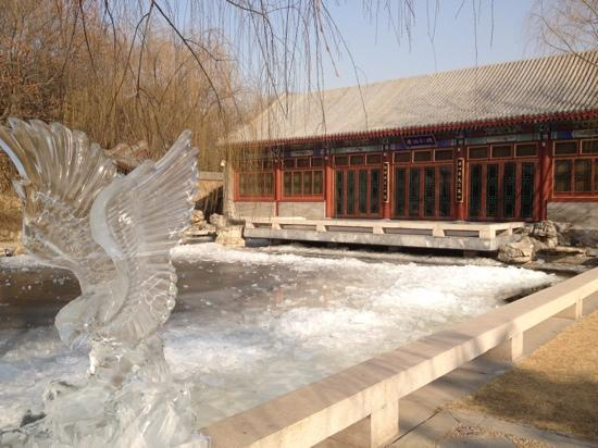 Aman Summer Palace: ice sculpture and cultural pavilion