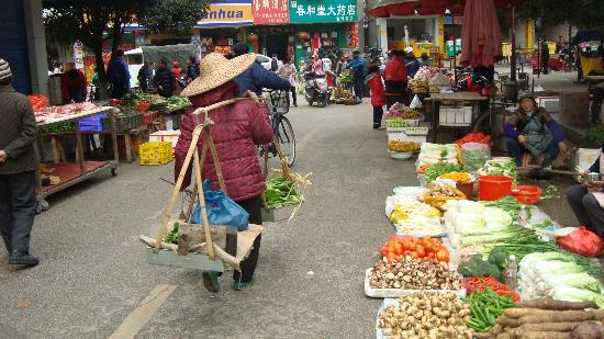 The Stone Bridge-Home Sweet Home in the Valley: Street market in Yangshuo