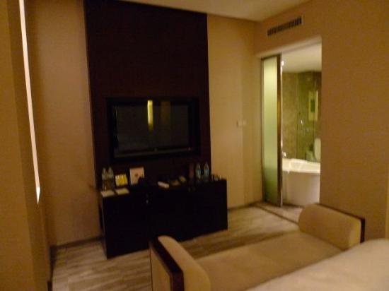 Victoria Regal Hotel Zhejiang: Room_TV