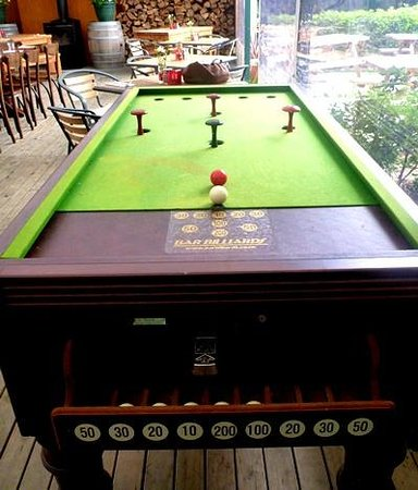 Secret Garden Cafe: Bar Billiards
