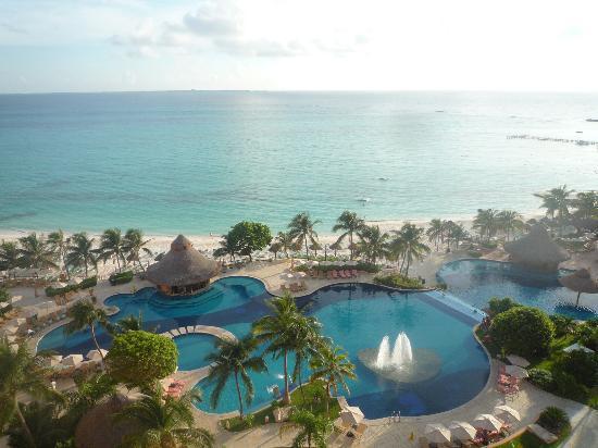 Grand Fiesta Americana Coral Beach Cancun: ホテルとビーチに隣接するプラーベートプール