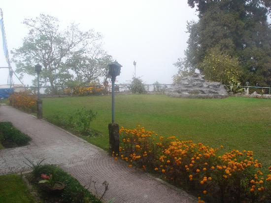 Darjeeling Tourist Lodge: The lawn