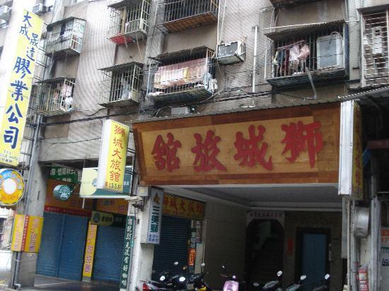 Lion City Hotel: 入口は3階です