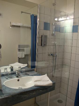 Hotel de la Vallee Noble : la salle de bain