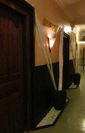Skyway Hotel: Spa Room