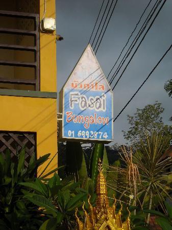 Fasai House: Insegna