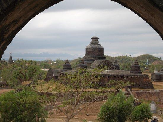 Mrauk U, Myanmar: dukkanthein-paya