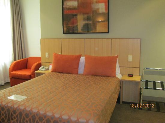 Travelodge Phillip Street Sydney City Hotel: our room