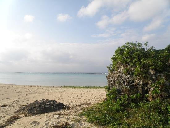 Yonamine Nagahama Beach: 静かなビーチ