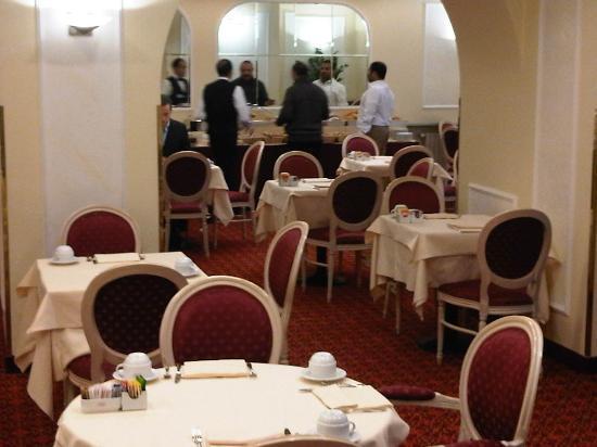 IH Hotels Milano Ambasciatori: bfst room