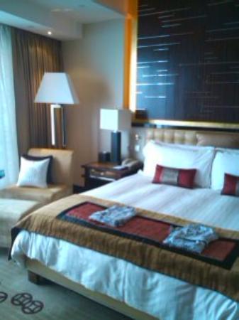 Four Seasons Hotel Hong Kong: キングダブルベッドの部屋