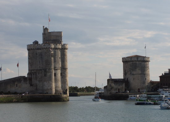 ‪Towers of La Rochelle‬