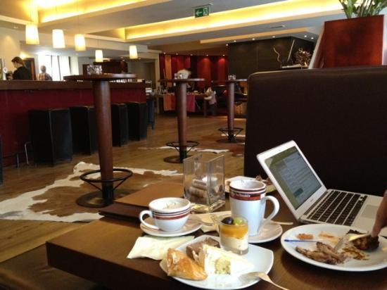 MAVIDA Wellnesshotel & Sport Zell am See : Tea time on the ground floor.