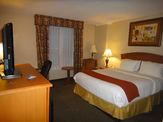 Holiday Inn Express Hotel Vancouver Metrotown: Comfy double room