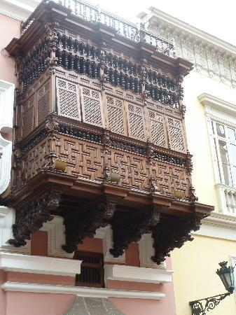Palacio de Torre Tagle: Wood balcony that permits viewing from inside
