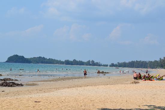 Royal Lanta Resort and Spa : Klong Dao från södra änden. Royal Lanta ligger innan stranden viker av till vänster.
