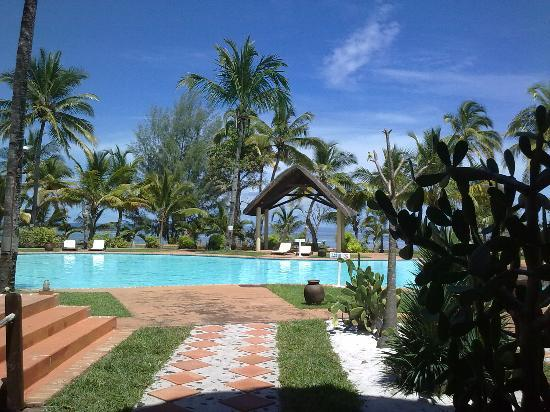 VOI Amarina Resort: pisciana vista dal ristorante