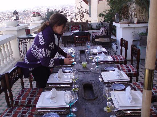 Riad Arabesque: lunch table on patio over looking the Medina