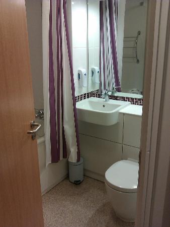 Premier Inn Leeds City Centre Hotel: Bathroom