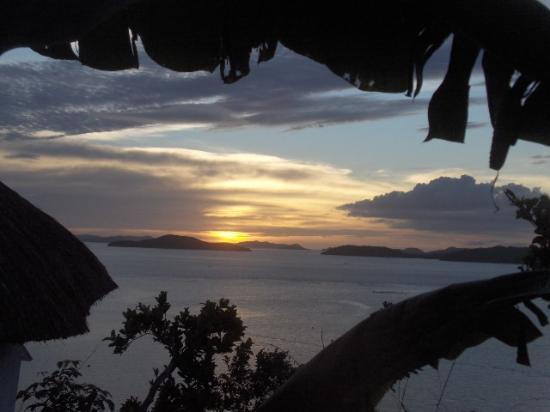 AL FARO Cosmio Hotel Palawan: Sunset from private pavilion