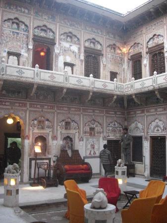 Hotel Mandawa Haveli: la cour du haveli