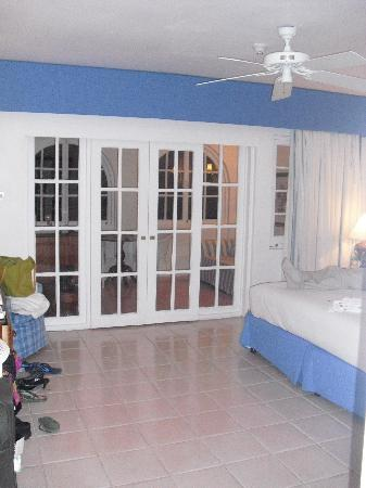Couples Sans Souci : C block,  two separate rooms plus bathroom