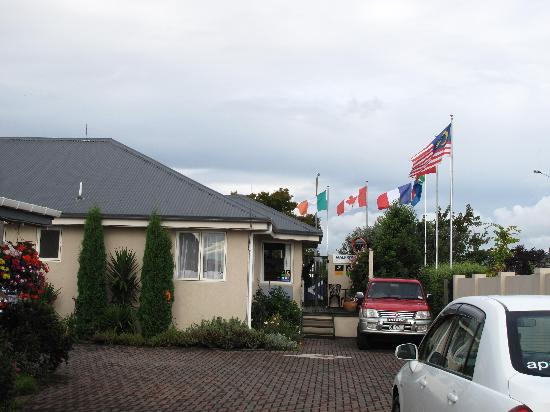 MALFROY motor lodge Rotorua - Accommodation and Mineral Pool: Our National flag
