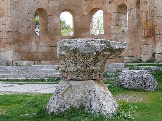 Saint Simon Citadel (Sam'an Citadel, Qalat Samaan) : Colonna con capitello