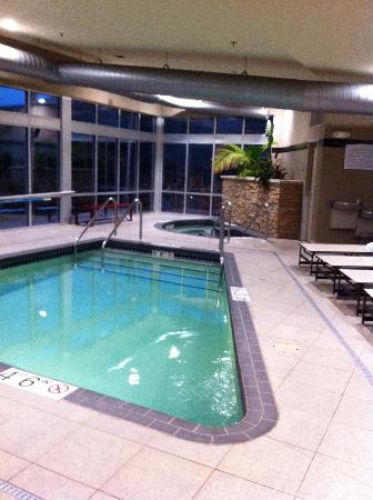 Cambria hotel & suites: Pool & hot tub