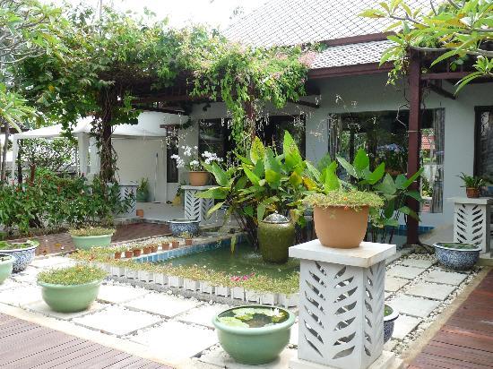 Bhumlapa Garden Resort: jardin