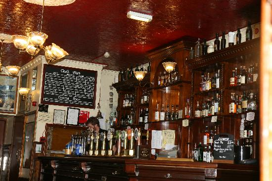 Bow Bar: Classic atmosphere
