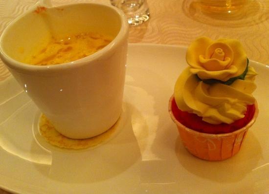 Golden Peony @ Conrad Centennial Singapore: Mango Strawberry Pomelo Purée with mini cupcake
