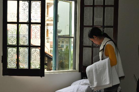 Jade Hotel: congenial housekeeping staff