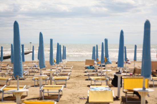 Villa Veneta: зонтик+2 лежака включены в стоимость номера