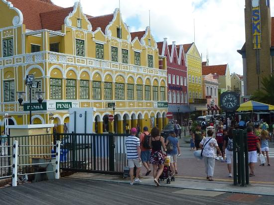 Poppy Hostel Curacao: Punta, Willemstad mainstreet