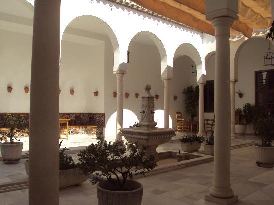 Hotel Villa de Priego de Cordoba: patio interior