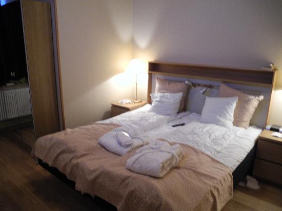بست ويسترن هوتل كارلابلان: The beds were comfortable and the room large enough by European standards.