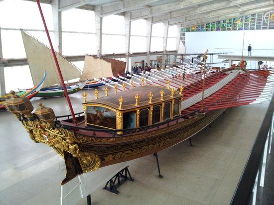 Museu de Marinha : Royal Barge used by Elizabeth II of England in 1957
