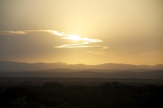 Umkhumbi Lodge: Sunset off the lappa