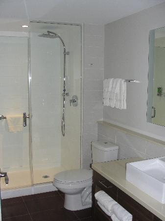Element Ewing Princeton: Bathroom..very clean and ergonomic.