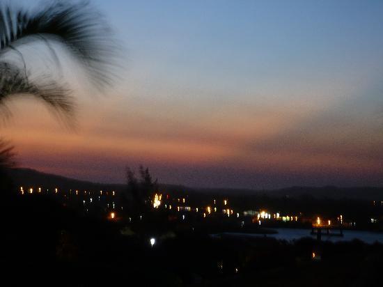 Buzios Arambare Hotel: vista nocturna desde el balcon