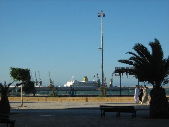Atlas les Almohades Tanger: Costanera y playas extensas