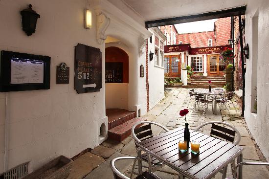 BEST WESTERN Lion Hotel : Courtyard