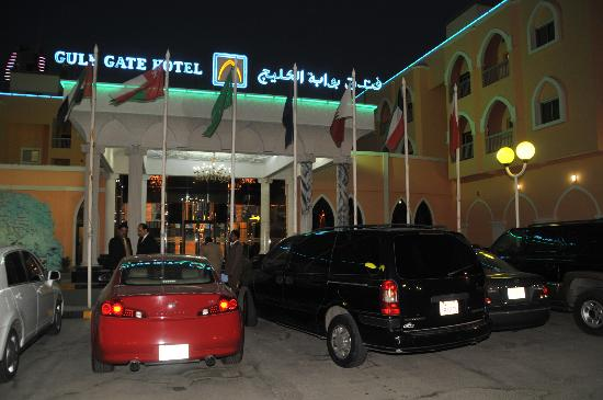 Gulf Gate Hotel: Parking lot.. quiet spacious than the rest of the hotels in the area